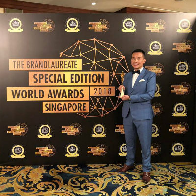 A proud moment for SP Jain School of Global Management as Dr John Fong, CEO & Head of Campus (Singapore), went on stage to receive the trophy for Best International Brand in Education Management at The BrandLaureate Special Edition World Awards 2018