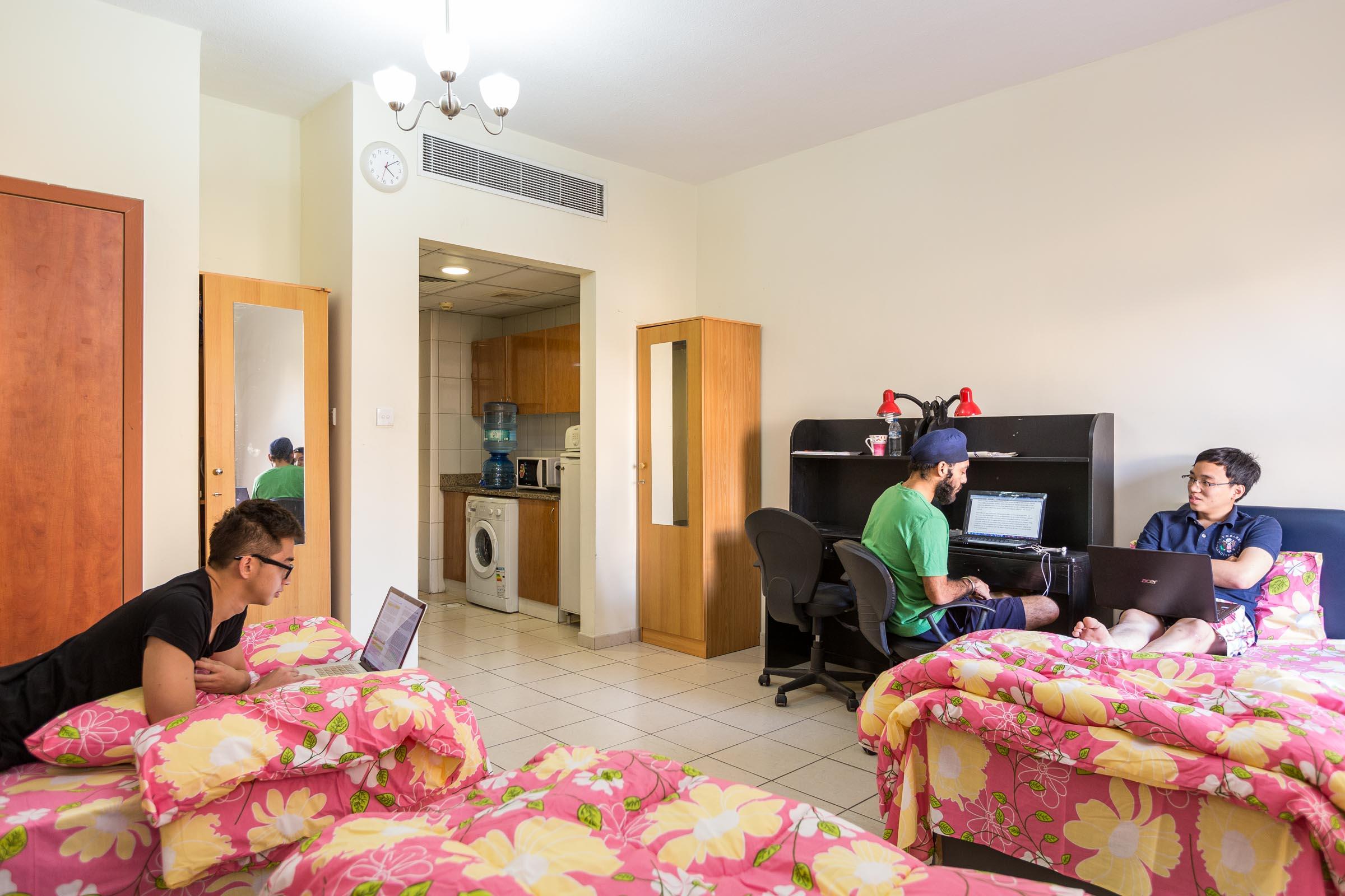 Dubai_accommodation_bedroom.jpg