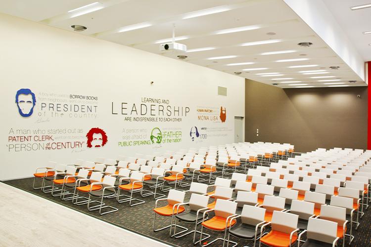 Leadership-Hall