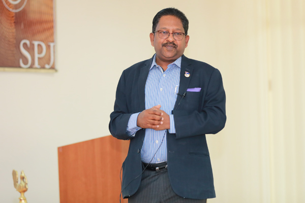 Prof Christopher Abraham, Professor and Head of Campus (Dubai) – SP Jain, engages with the students