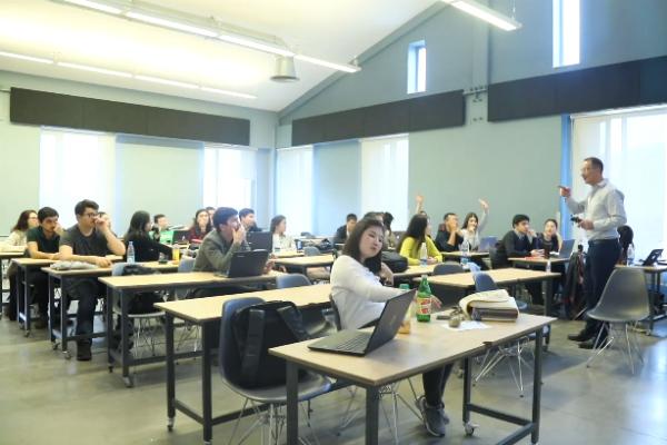 Dr. Nicolas Hamelin hosts a seminar at AUCA School of Entrepreneurship and Business Administration