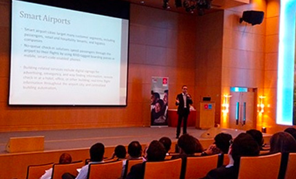 Understanding the business 35,000 feet in the sky – Postgraduate students visit Emirates